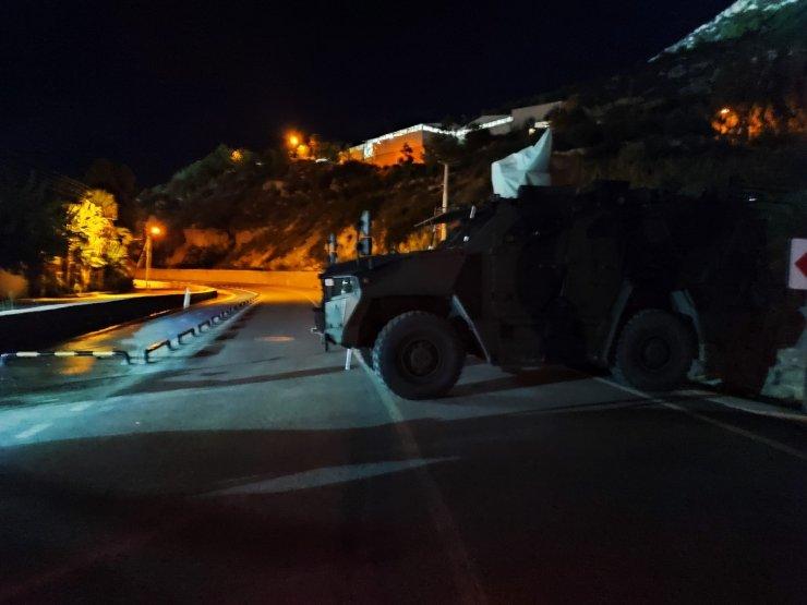Samandağ-Arsuz yolu heyelan nedeniyle trafiğe kapatıldı