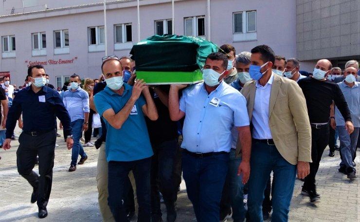 Korona virüsten hayatını kaybeden doktor hastaneden törenle uğurlandı