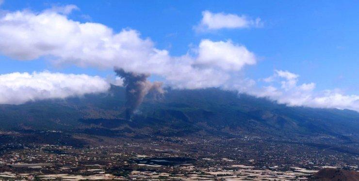 Kanarya Adaları'ndaki yanardağ lav püskürtmeye devam ediyor