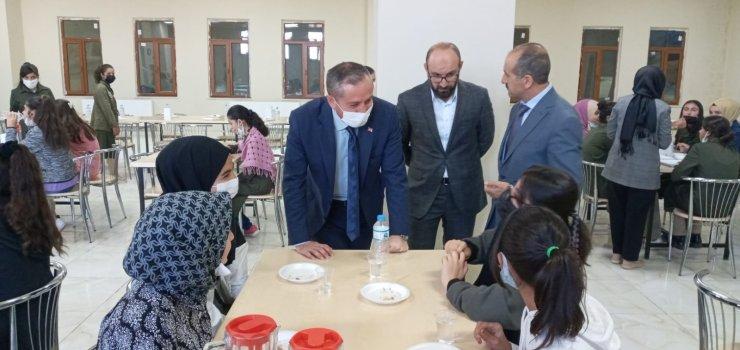Ağrı Milli Eğitim Müdürü Kökrek'ten okul ziyaretleri