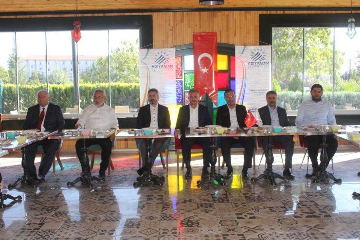 Adıyaman'da AK Partili heyeti basınla bir araya geldi