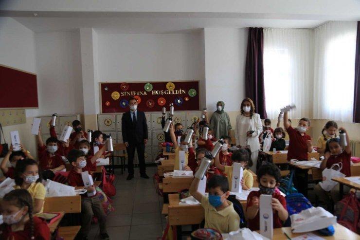 Gölbaşı Belediye Başkanı Şimşek'ten Gölbaşılı çocuklara hediye