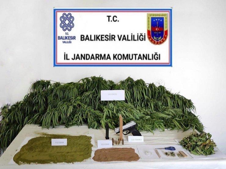 Balıkesir'de polis ve jandarmadan huzur operasyonu: 49 gözaltı
