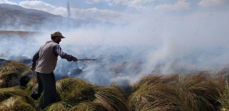Yüksekova'nın kuş cenneti alev alev yanmaya devam ediyor