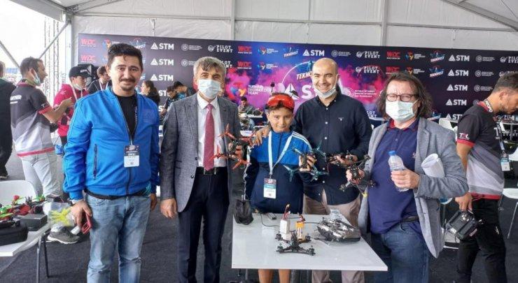 Kütahya Tasarım Teknokent, 11 yaşındaki Doruk Cengiz'le zirve yükselişini sürdürüyor