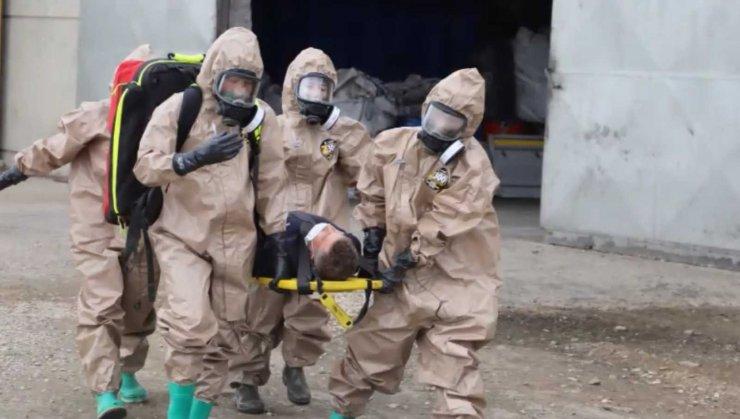 Nefes kesen yangın tatbikatında asit yüklü variller devrildi, yaralılar kurtarıldı