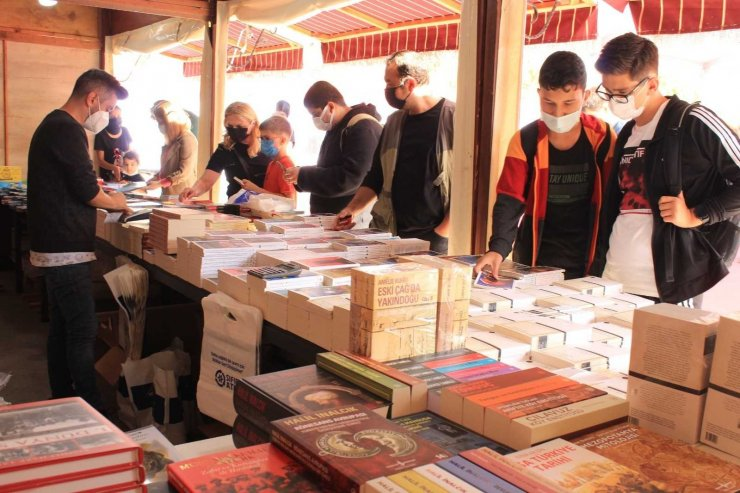 Kartal Kitap Fuarı kitapseverlere kapılarını açtı