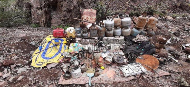 Tunceli'de 5 odadan oluşan sığınak imha edildi, teröristlere ait mühimmat ve yaşam malzemesi ele geçirildi