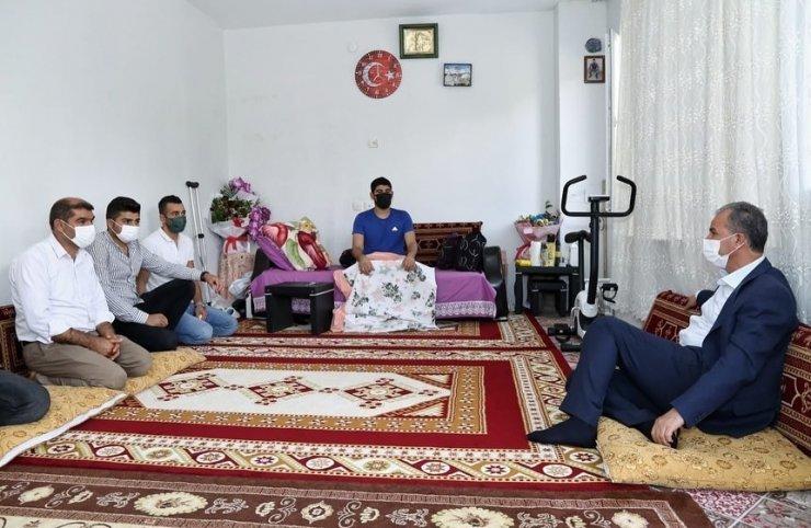 Belediye Başkanı Kılınç'tan yaralı askere ziyaret