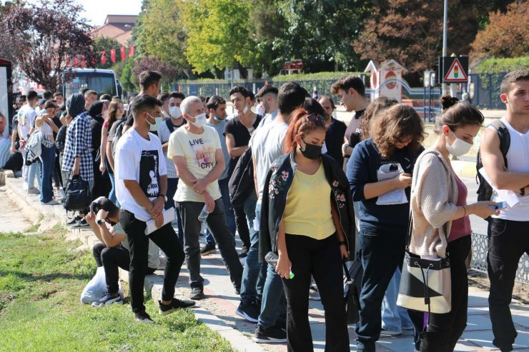 """Edirne'de öğrencilerin """"Kent Kart"""" çilesi"""