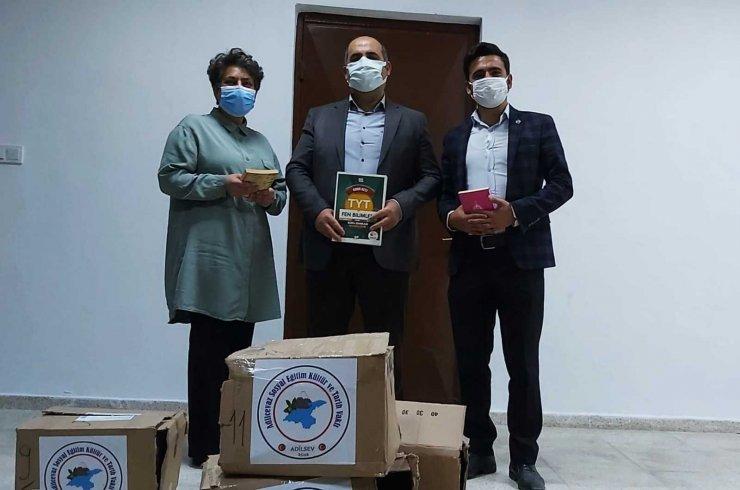 ADİLSEV'den Adilcevaz'daki okullara kitap desteği