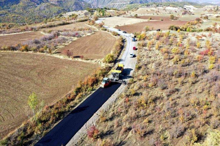 Üzümlü'de grup köy yolları kış öncesi asfaltlanıyor