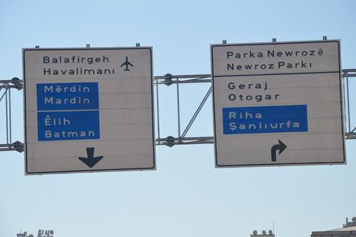 diyarbakir-daki-trafik-levhalari-artik-iki-dilli-8183168_2990_m.jpg
