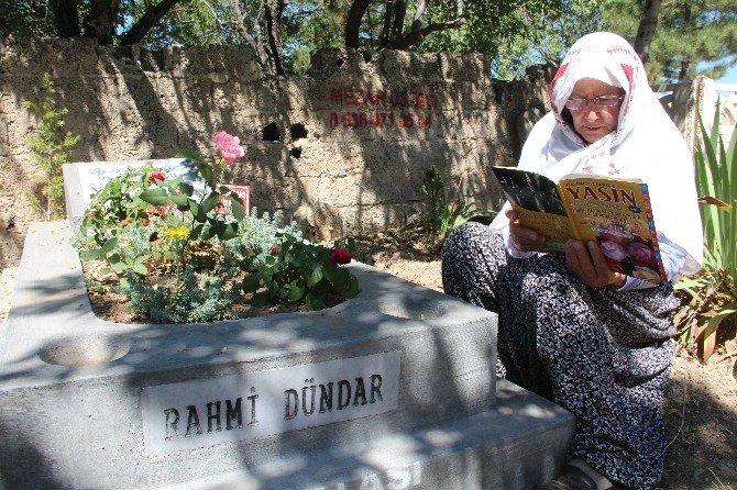 Bayram arifesi mezarlar ziyaret edildi