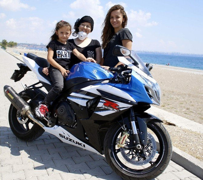 Motosiklet sevgisi, kanser olan bedensel engelli ablayı hayata, üç kız kardeşi ise birbirine bağladı