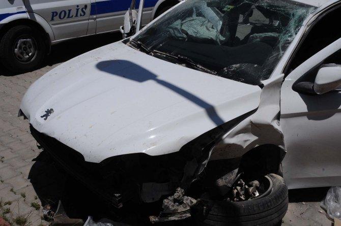Polisten kaçmaya çalışan hırsızlık zanlıları kaza yapınca yakalandı