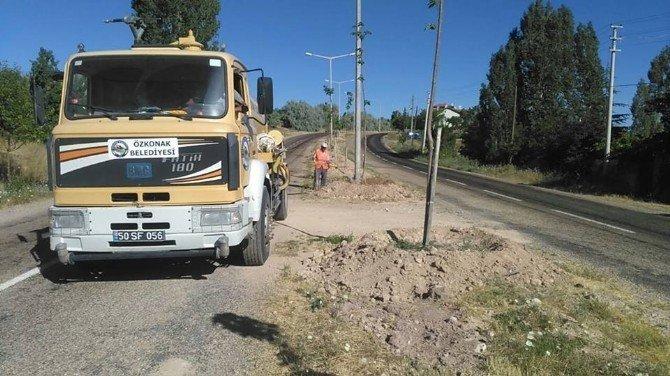 Özkonak Kasabasında çevre düzenleme çalışmaları devam ediyor