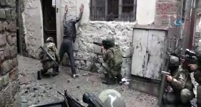 sur-da-3-teroristin-teslim-olma-ani-kamerada-8191087_1685_m.jpg