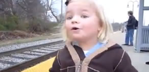 Hayatında ilk defa tren gören çocuğun heyecanı