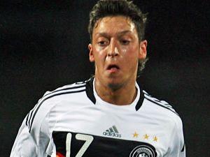 İşte Mesut'un Kaçırdığı Gol Sonrası Tepkisi- A..s...