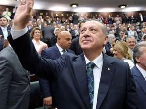 AK Parti toplantısında Erdoğan'ın tanıtım filmi