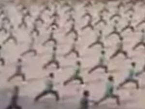 Binlerce kung fu öğrencisi aynı anda