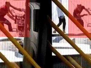Köpeği motosiklete bağlayan Suriyeliyi vatandaş böyle tokatladı!