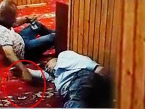 Camide akılalmaz hırsızlık! Uyuyan vatandaşın telefonunu...