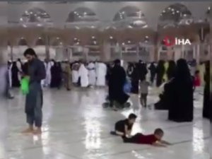 Mekke'ye rahmet yağdı... Yağmur altında Kabe'yi tavaf ettiler...